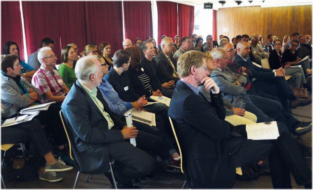 """Foto des Publikums der Regionalen Abschlusstagung des DFG-Erkenntnistransferprojektes """"Gesellschaftlicher Wandel und Quartiersentwicklung"""""""